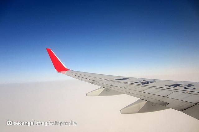 第一次坐飞机的体验还好,托运安检等等也挺顺利,只是狂奔到登机口有些
